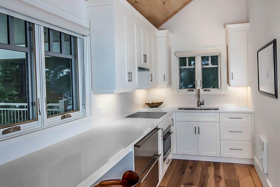 Innisfree White Transitional Cottage Boathouse Kitchen Chervin Kitchen Bath In Waterloo Muskoka And Oakville